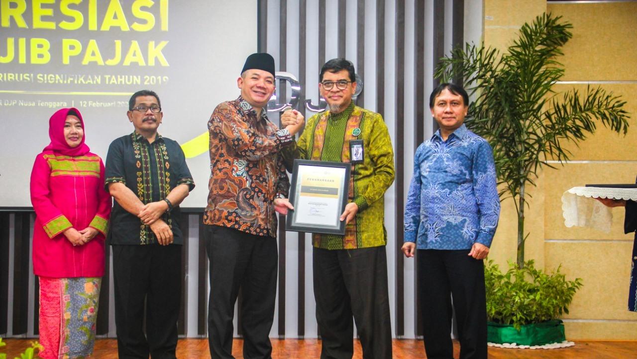 Bank-NTB-Syariah-Meraih-Penghargaan-Tertinggi-Wajib-Pajak
