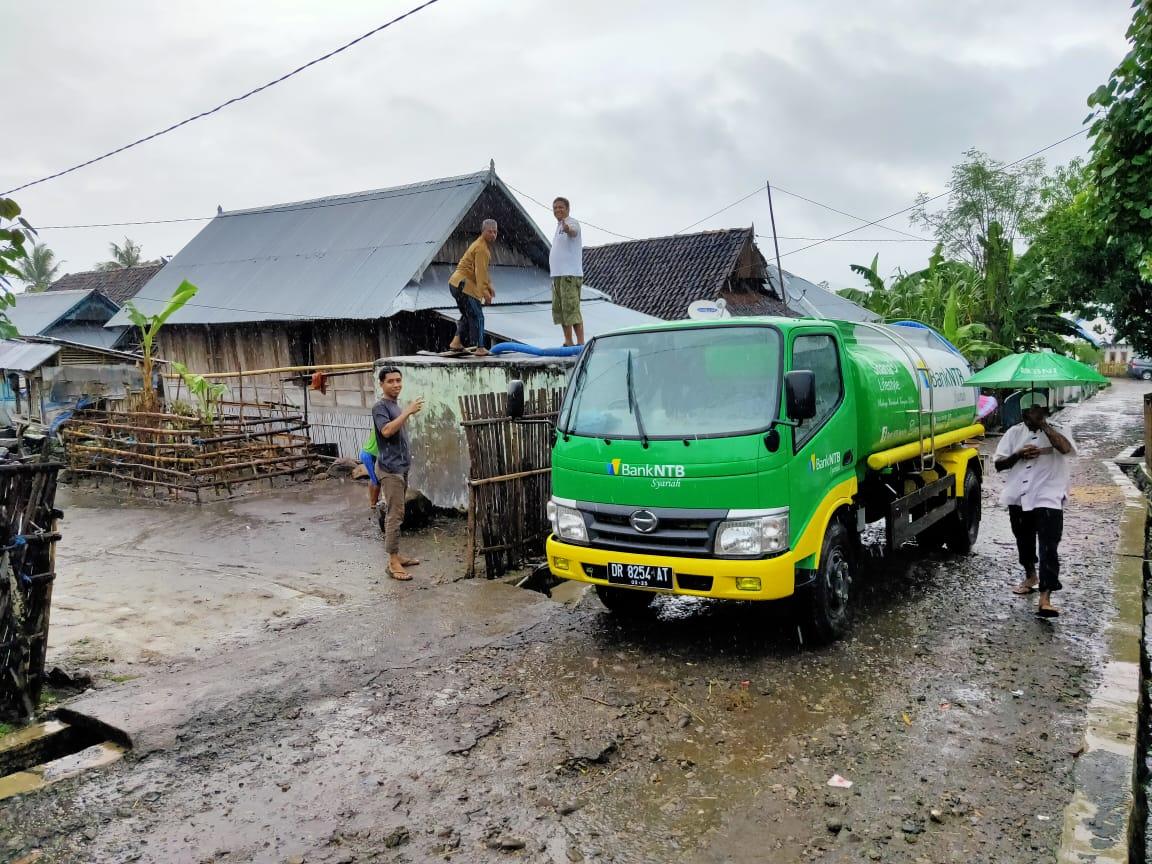 Bank-NTB-Syariah-Salurkan-Air-Bersih-ke-Desa-Tolonggeru-Donggo-Kab-Bima-.html