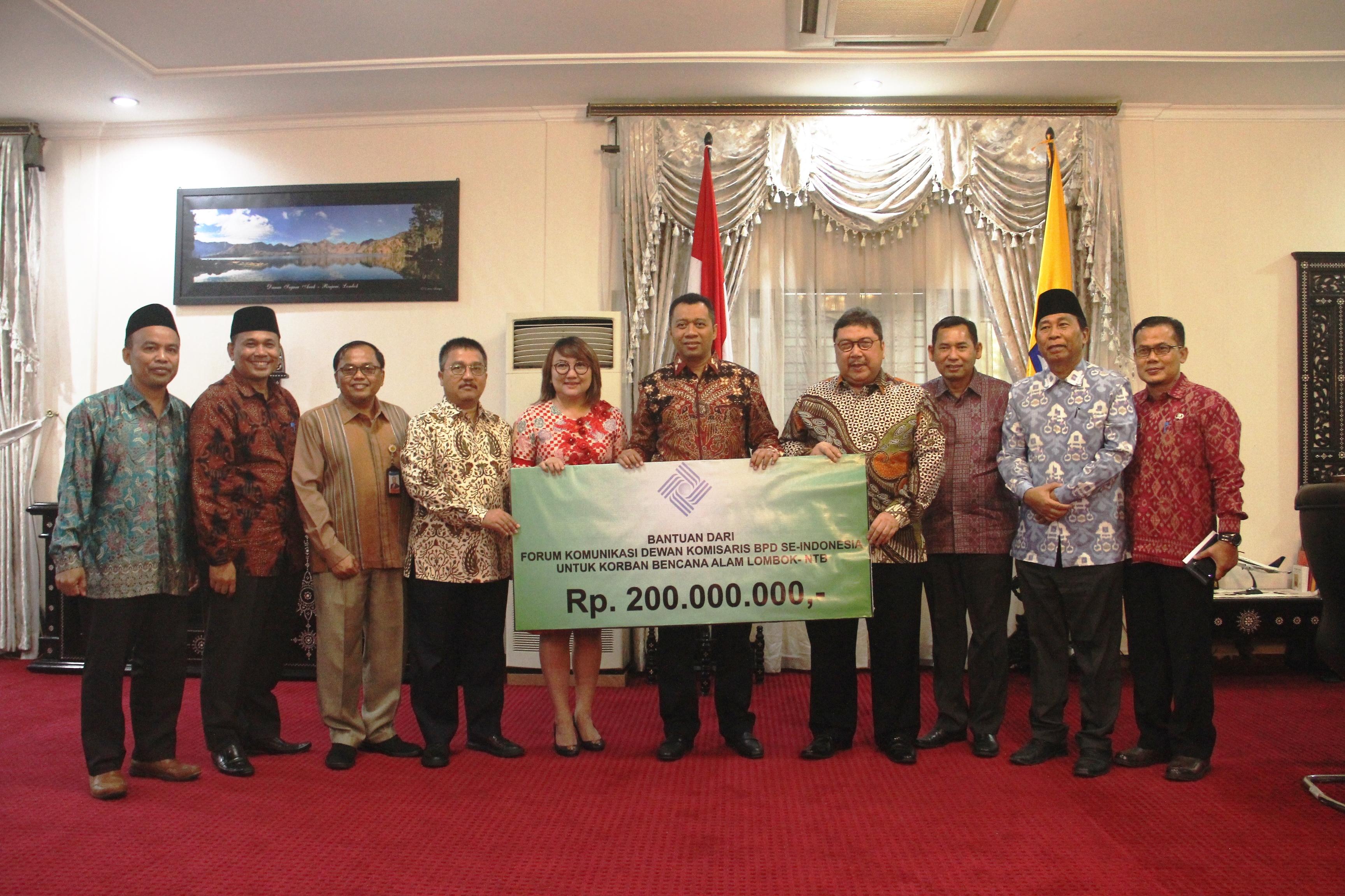 Forum-Komunikasi-Dewan-Komisaris-Bank-Pembangunan-Bank-Daerah-Seluruh-Indonesia-Berikan-Bantuan-untuk-Korban-Gempa-NTB
