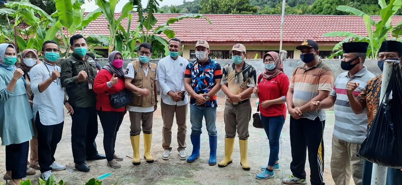 KC-Dompu-Serahkan-Bantuan-Banjir-untuk-Desa-Daha-Kec-Hu-u.html