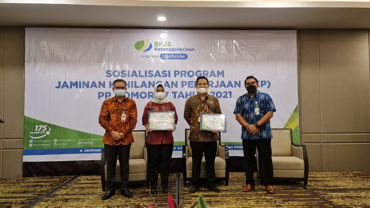 Penganugrahaan-Paritrana-Award-2020-NTB-kepada-Bank-NTB-Syariah.html